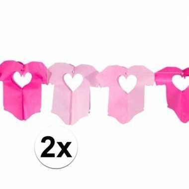 2x roze baby slinger met rompertjes