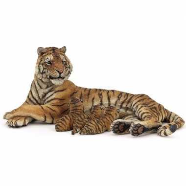 Plastic tijgerin met zogende welpen 12,5 cm
