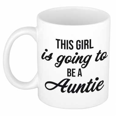 This girl is going to be auntie kado mok / beker wit - cadeau tante