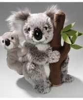 Knuffel koala met baby en boomstam 25 cm